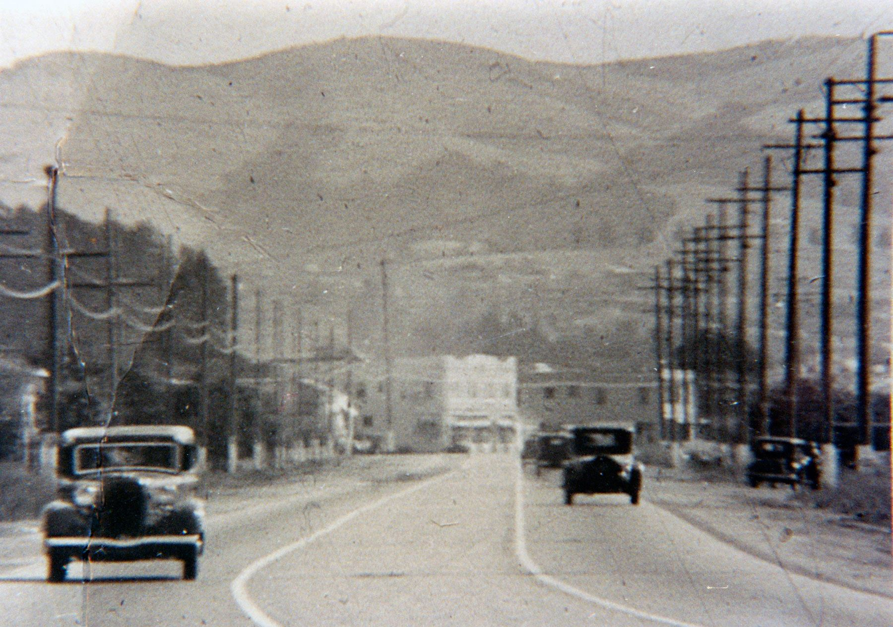 CastroValleyHistory-CVBlvd-Old-Cars